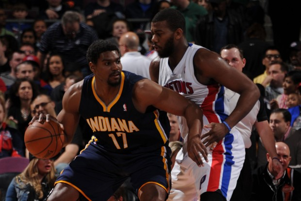 Andrew Bynum y Greg Monroe./ Getty Images