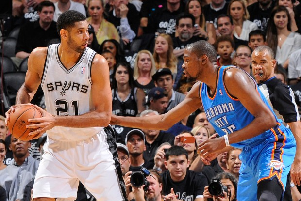 Tim Duncan y Kevin Durant./ Getty Images