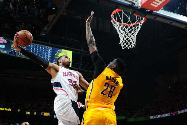 Mike Scott e Ian Mahinmi / Getty Images