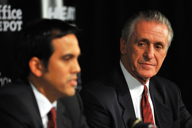 Erik Spoelstra y Pat Riley./ Getty Images
