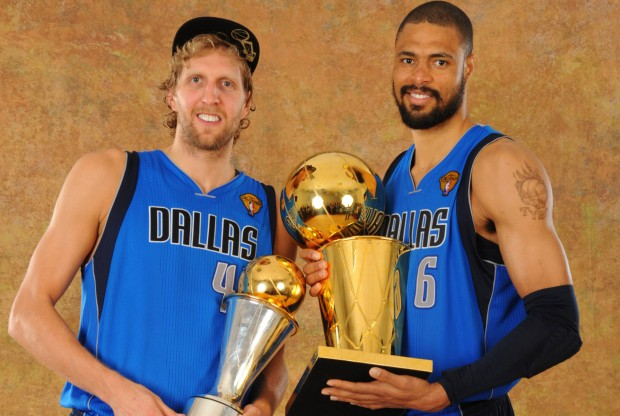 Dirk Nowitzki y Tyson Chandler./ Getty Images
