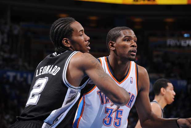 Kawhi Leonard y Kevin Durant / Getty Images