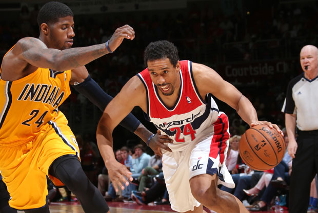 Andre Miller y Paul George / Getty Images