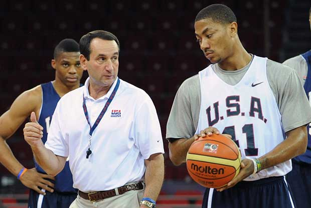 Mike Krzyzewski y Derrick Rose / Getty Images