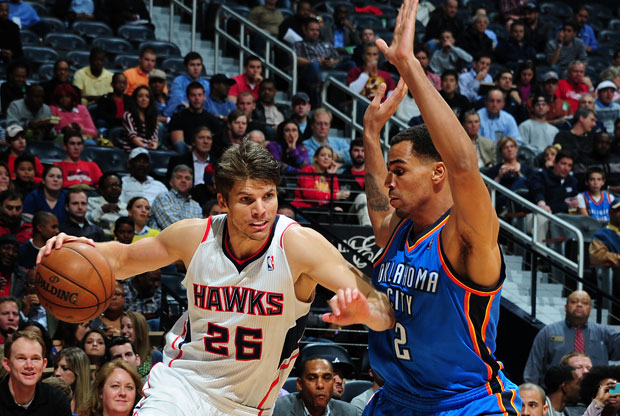 Kyle Korver y Thabo Sefolosha / Getty Images