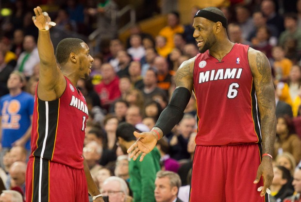 Mario Chalmers y LeBron James./ Getty Images