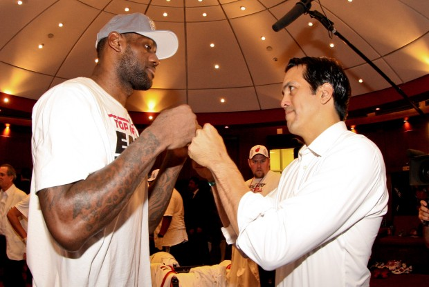 LeBron James y Erik Spoelstra./ Getty Images