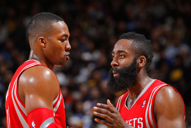 Dwight Howard y James Harden / Getty Images