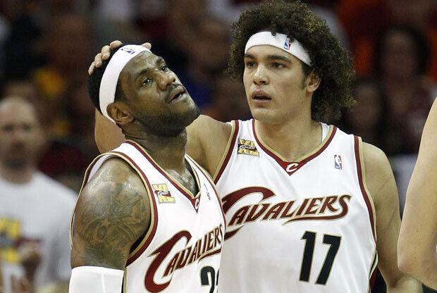 LeBron James y Anderson Varejao / Getty Images