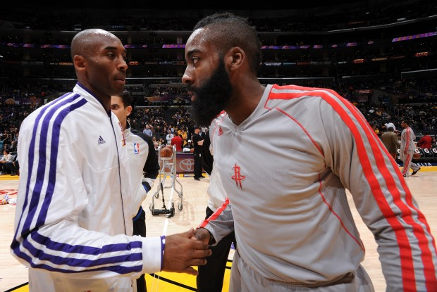 Kobe Bryant y James Harden./ Getty Images