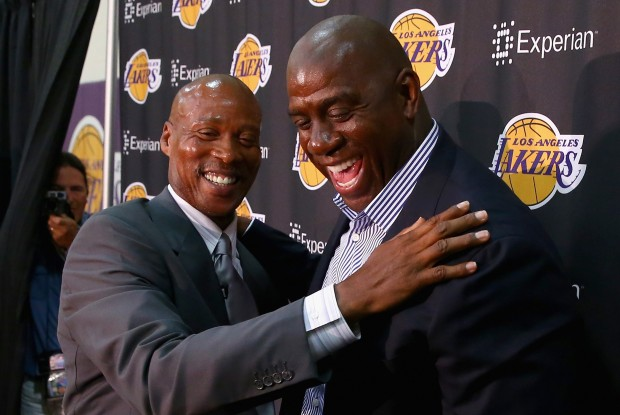 Byron Scott y Magic Johnson./ Getty Images