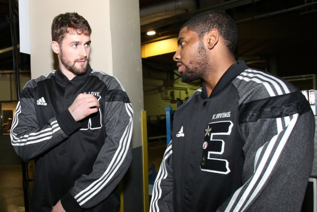 Kevin Love y Kyrie Irving./ Getty Images