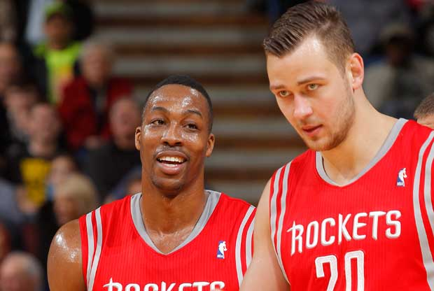 Donatas Motiejunas, Dwight Howard / Getty Images
