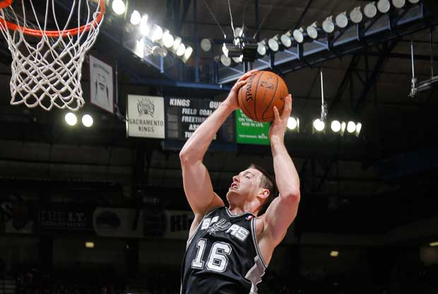 Aron Baynes / Getty Images