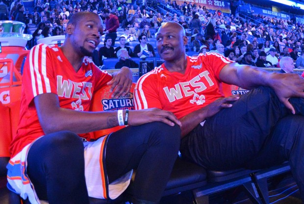 Kevin Durant y Karl Malone./ Getty Images