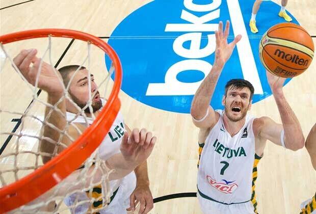 Jonas Valanciunas, Darjus Lavrinovic / FIBA