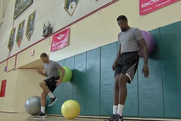 Blake Griffin y DeAnrde Jordan./ Youtube
