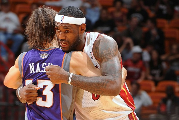 Steve Nash y LeBron James./ Getty Images