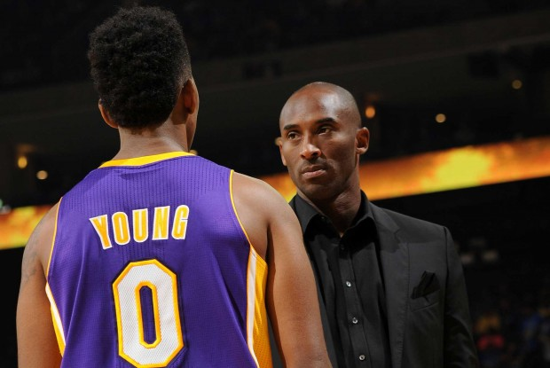 Kobe Bryant y Nick Young./ Getty Images