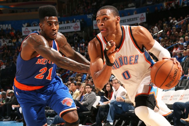 Russell Westbrook ante la defensa de Iman Shumpert./ Getty Images
