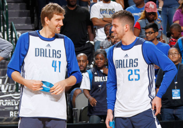 Dirk Nowitzki y Chandler Parsons / Getty Images