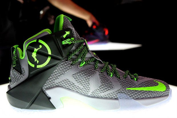 Nike - LeBron 12 'Dunk Force'