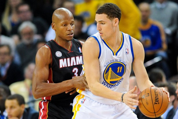 Ray Allen defiende a Klay Thompson./ Getty Images