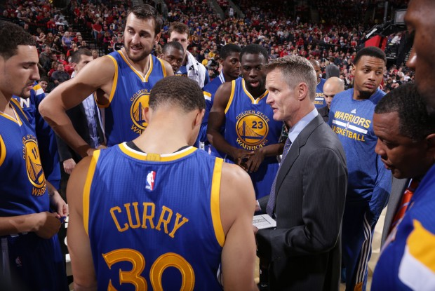 Tiempo muerto de Golden State Warriors./ Getty Images