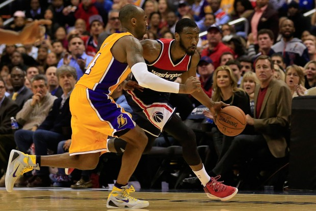 John Wall es defendido por Kobe Bryant./ Getty Images