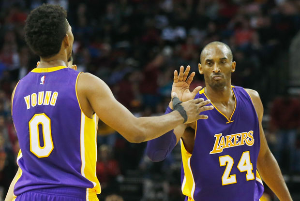 Nick Young y Kobe Bryant / Getty Images