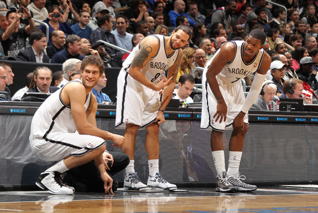 Brook Lopez, Deron Williams y Joe Johnson / Getty Images