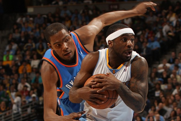 Kevin Durant y Ty Lawson./ Getty Images