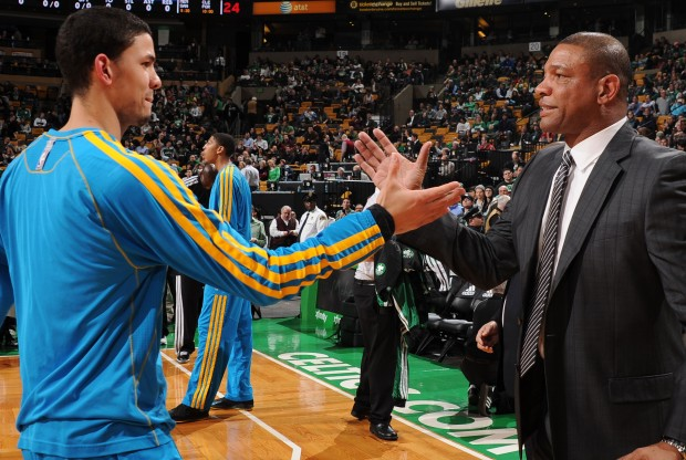Austin Rivers saluda a su padre Doc Rivers./ Getty Images