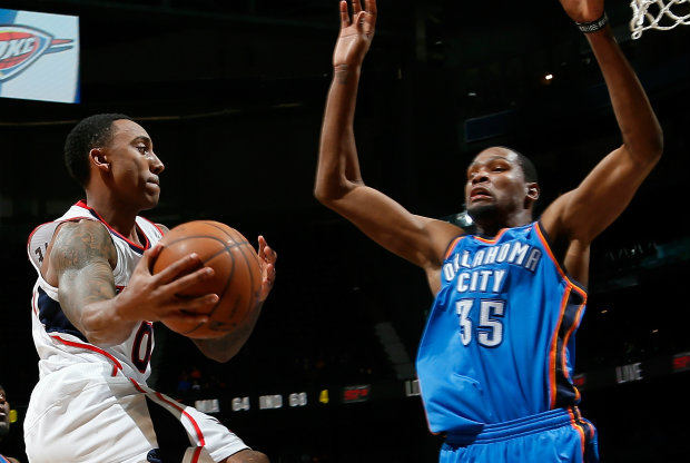 Jeff Teague y Kevin Durant./ Getty Images