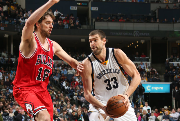 Pau Gasol defiende a su hermano Marc./ Getty Images