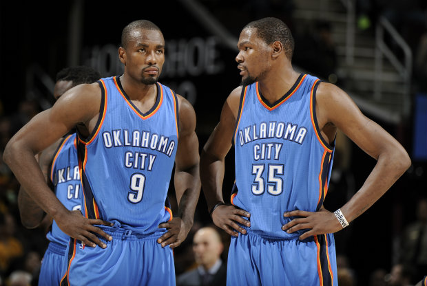 Serge Ibaka y Kevin Durant./ Getty Images