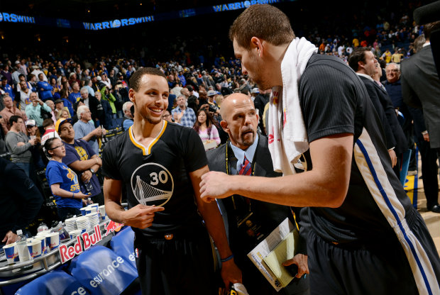Stephen Curry y David Lee./ Getty Images