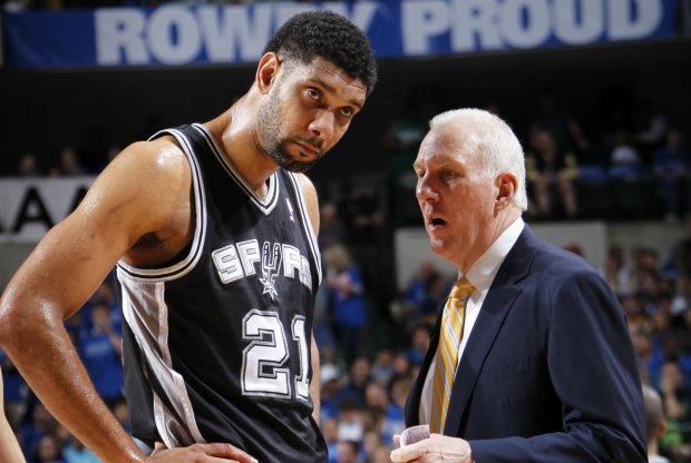 Tim Duncan y Gregg Popovich./ Getty Images