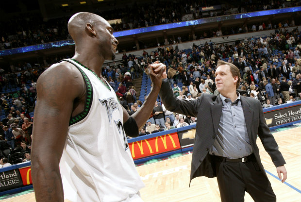 Kevin Garnett y Flip Sanders./ Getty Images