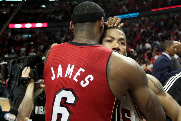 LeBron James y Derrick Rose./ Getty Images