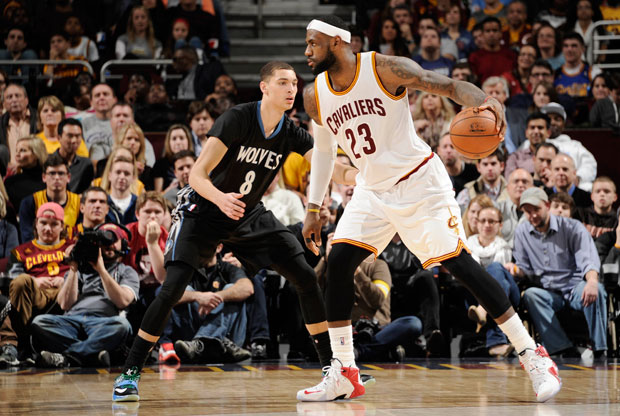 Zach LaVine y LeBron James