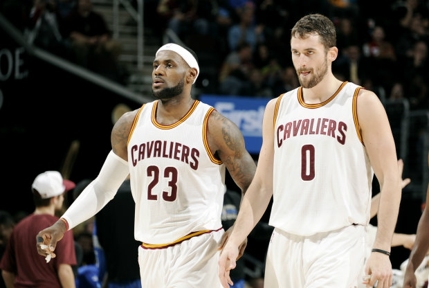 Kevin Love y LeBron James./ Getty Images