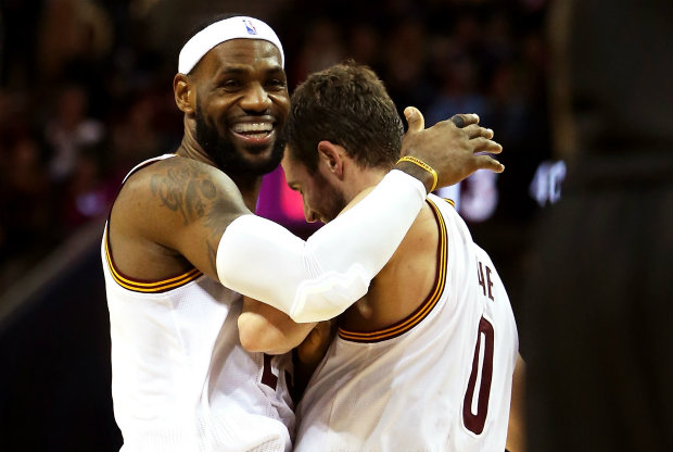LeBron James y Kevin Love./ Getty Images