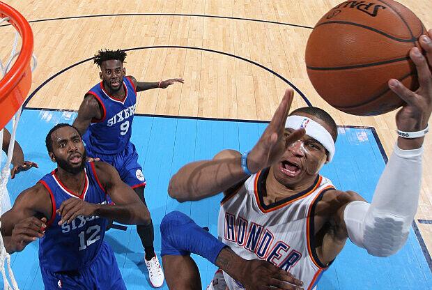 Russell Westbrook sigue haciendo historia a base de 'triples-dobles'