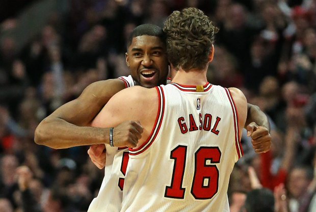 E'Twaun Moore y Pau Gasol./ Getty Images
