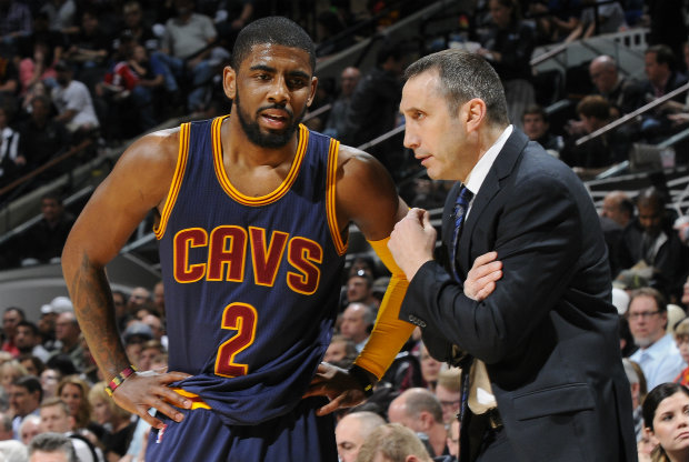 David Blatt y Kyrie Irving./ Getty Images