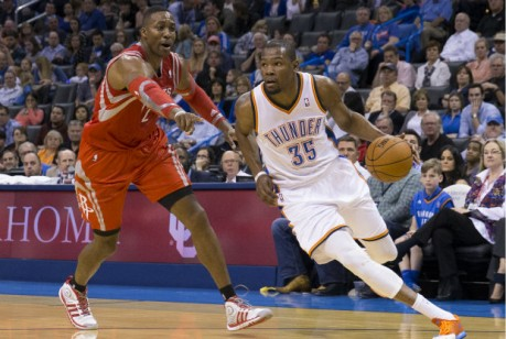 Kevin Durant y Dwight Howard./ Getty Images