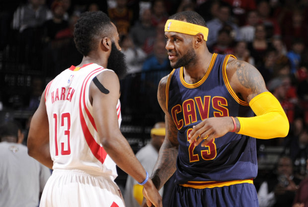 LeBron James y James Harden./ Getty Images