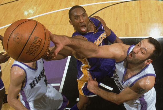 Vlade Divac y Kobe Bryant