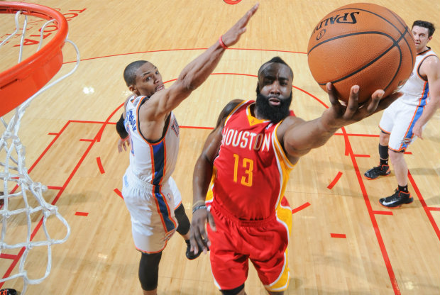 Russell Westbrook vs. James Harden./ Getty Images
